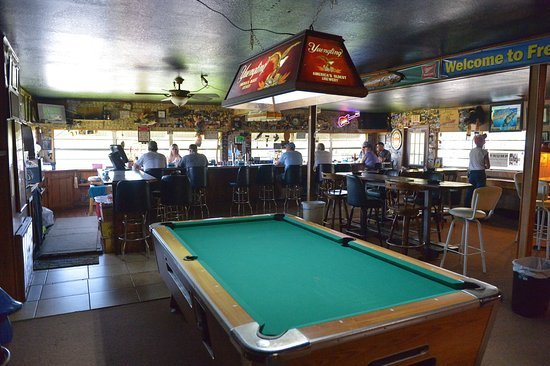 Sebring, FL: I baren ved siden af, står bødførerens kone bag baren