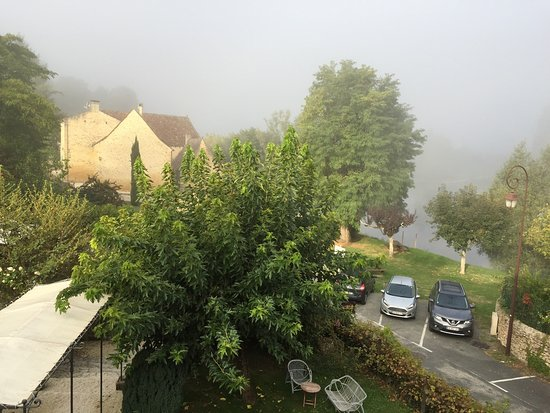 Badefols-sur-Dordogne, France : View from our room, over the river