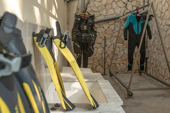 Bell Aire Hotel : una zona ideal donde limpiar y guardar el equipo!