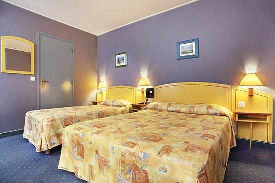 Hotel des Carmes: chambre triple sur cours
