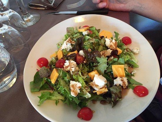Saint-Avit-Senieur, فرنسا: Main course salad