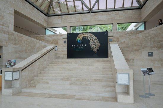 「ムガール皇帝とマハラジャの宝石:カタール アル サーニコレクション」展入口 - Picture of Miho Museum, Koka - TripA...