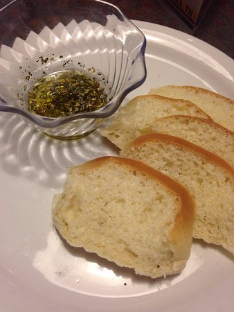 Manchester, TN: Stale soggy bread with flavorless olive oil