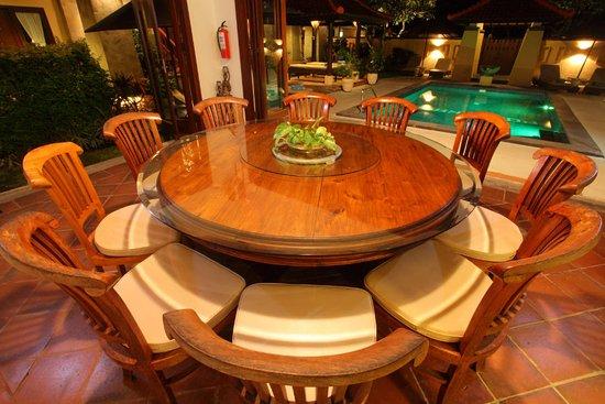 Pondok Ayu: Dinning Area Night time