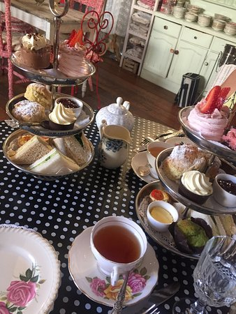 Guildford, Australië: High tea was delicious plenty of food with the traditional cucumber sandwiches and amazing homem