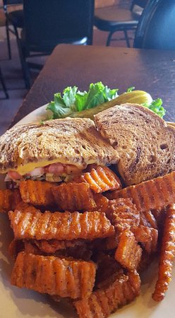 Cottage Grove, WI: Patty Melt with sweet potato fries