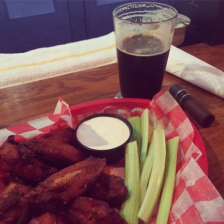 Landrum, Carolina del Sur: Cajun Wings and a Quest Smoked Porter!