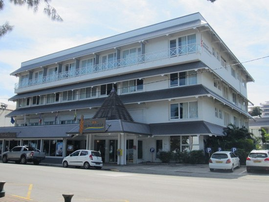 Hotel Beaurivage: Front view of the Beaurivage Hotel, Baie des Citrons, Noumea