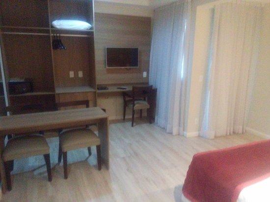 Duque de Caxias, RJ: vista da entrada do apartamento