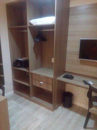 Duque de Caxias, RJ: armário