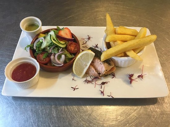 Llanbedrog, UK: One of toadys specials - Steamed Salmon service with a sweet chilli sauce, side salad and chips!