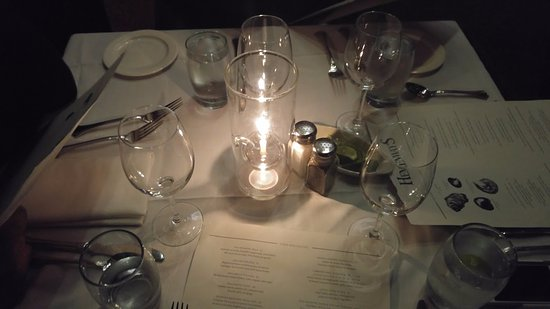Hemenway's Seafood Grill & Oyster Bar: Table setting