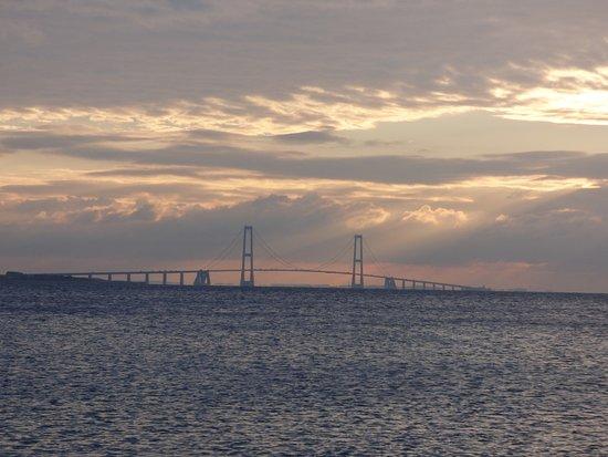 Korsoer, Dania: Abendliche Brücke
