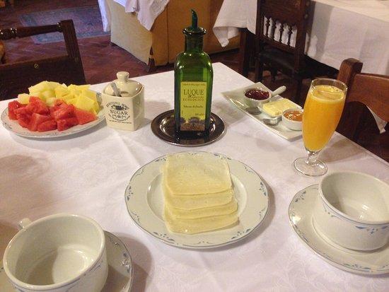 Barrio La Cuesta, España: Desayuno. Falta el pan y las magdalenas caseras.