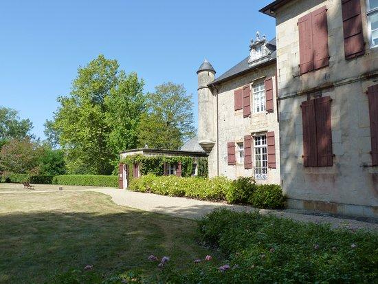 Chateau d 39 urtubie saint jean de luz france voir les for Le jardin almadies