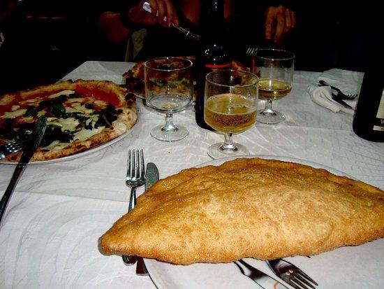 Pizzeria Ristorante Galante Tutino: Pizza fritta, ricotta, cicoli......etc...etc...etc....