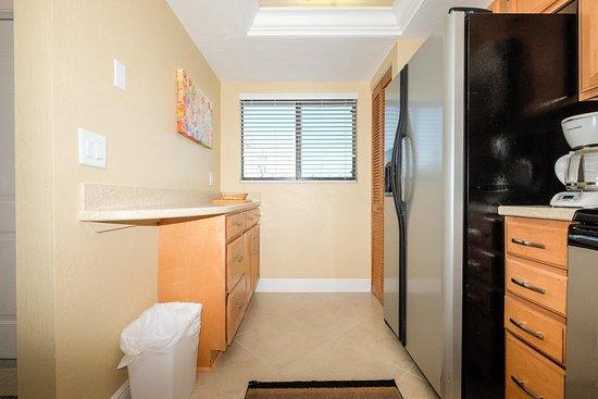 Carlos Pointe Beach Club Condominiums: Kitchen
