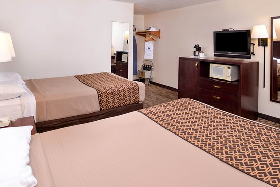 Atlantic, IA: Two Double Beds