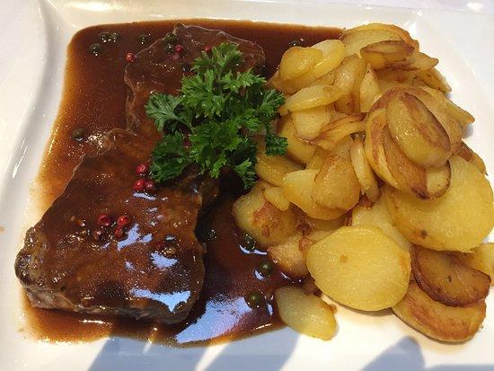 Schifferstadt, Tyskland: Rumpsteak mit Pfefferjus und Bratkartoffeln