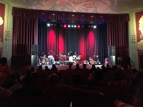 ซานลีอันโดร, แคลิฟอร์เนีย: The stage