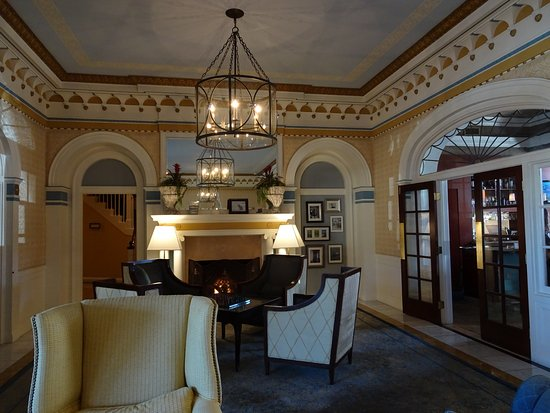 NINE-TEN Restaurant & Bar: Lobby of the hotel where NINE-TEN is located