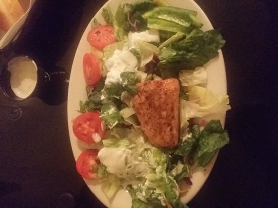 Marie Livingston's Texas Steakhouse and Saloon: Grilled Salmon Salad......Blue Cheese Dressing