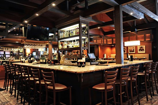 Seekonk, MA: Bar at Chardonnay's