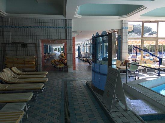 Zona piscine , bagni,docce,cabine. - Picture of Hotel Terme ...