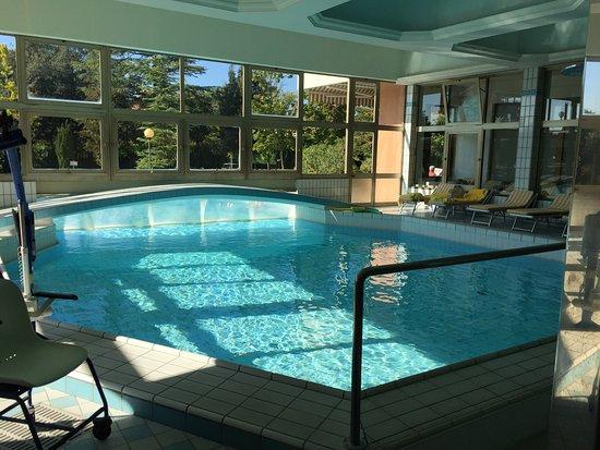 Piscina comunicante con quella interna picture of hotel terme antoniano montegrotto terme - Hotel a castrocaro terme con piscina ...