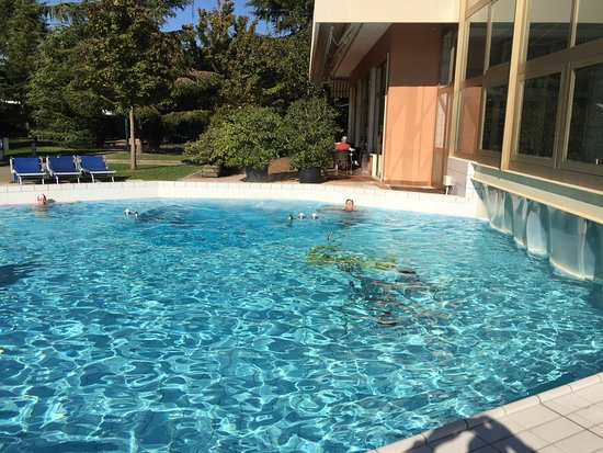 Piscina comunicante con quella interna picture of hotel - Hotel corvara con piscina interna ...