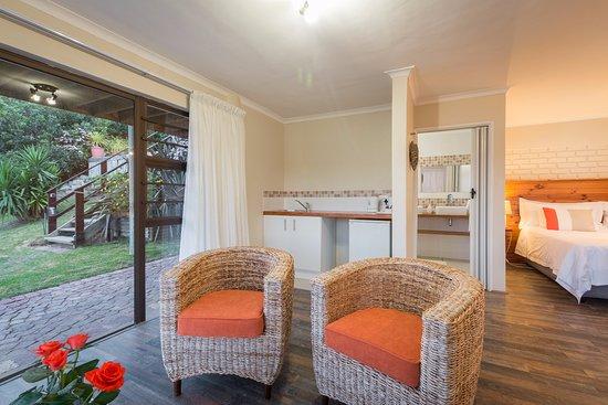 Interlaken Guest House: Sunbird suite lounge area