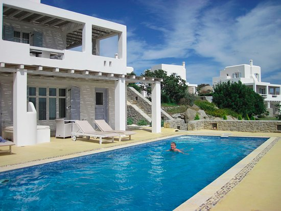 Agios Prokopios, Grecia: This hotel has lovely private pools
