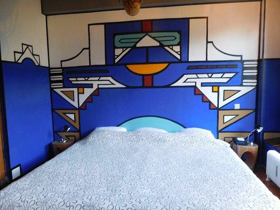 Een super groot heerlijk bed en goede kussens in onze afrikaanse kamer picture of hotel bazar - Bed kamer ...