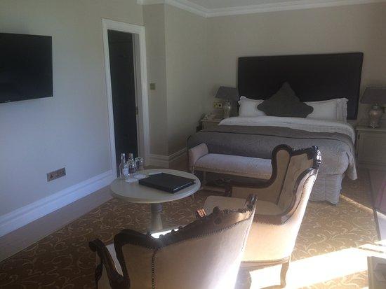 The Malton Hotel: Large room, big flat screen tv, balcony.
