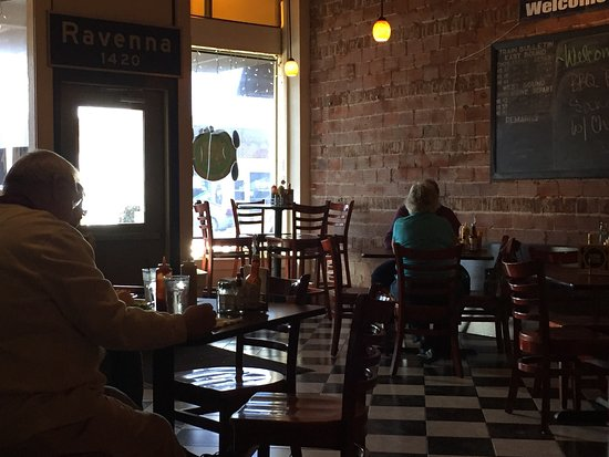 Ravenna, NE: Flash Back Neighborhood Grille