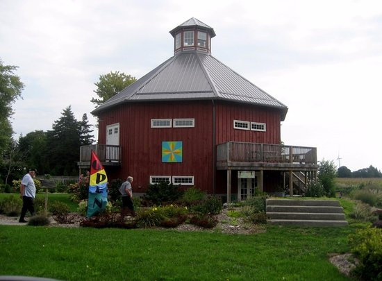Morpeth, Kanada: octagonal antique barn