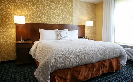 Verona, WI: Our housekeeping team provides sparkling clean rooms.