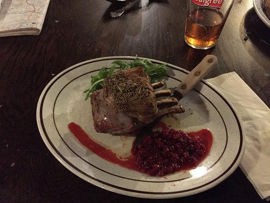 Fifield, UK: Rack of Lamb with redcurrant sauce