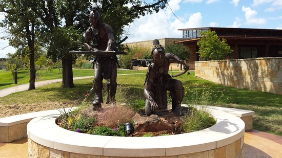 Chickasaw Cultural Center: The hunters