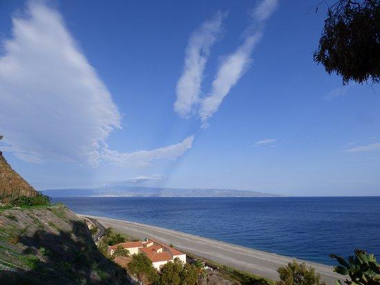 Ali Terme, Italia: la vicina spiaggia