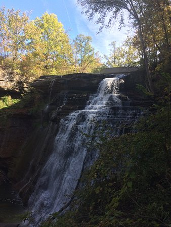 Sagamore Hills, OH: Beautiful falls, with a lot history...which is explained on information boards