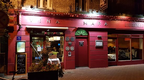 Vina Mara Restaurant & Wine Bar: from the street