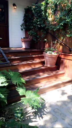 San Ysidro Ranch, a Ty Warner Property: Willow's front steps