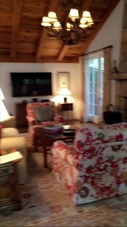 San Ysidro Ranch, a Ty Warner Property: Living room