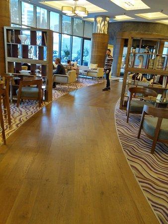 Surmeli Istanbul: lobby
