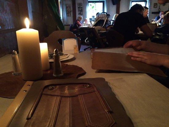 Rustikale Tischdeko Originelle Speisekarten Bild Von