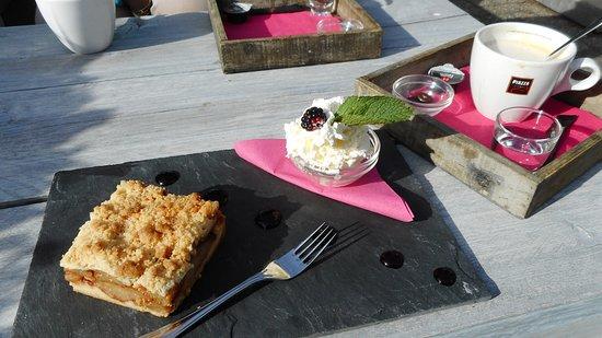 Garderen, Hollanda: Koffie met appeltaart op het terras
