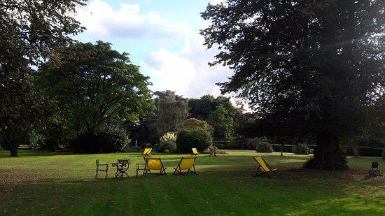 Sunninghill, UK: Beautiful Grounds
