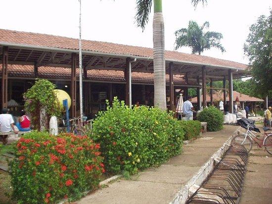 Feira municipal de Tucuruí, limpa e organizada .