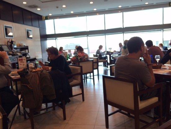 Visi n parcial de la sala comedor fotograf a de el corte ingles tarragona tripadvisor - Oficinas el corte ingles barcelona ...